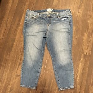Torrid 20 light wash distressed cropped jeans